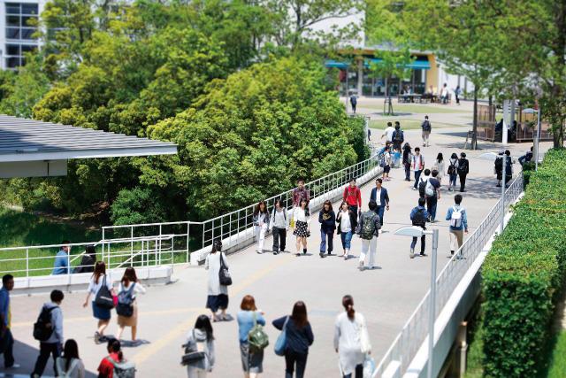中日新聞リンクト 28号記事「日本福祉大学(明日への挑戦者)」